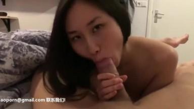 身材火辣的华裔留学生靓妹和青春期洋男友寓所激情